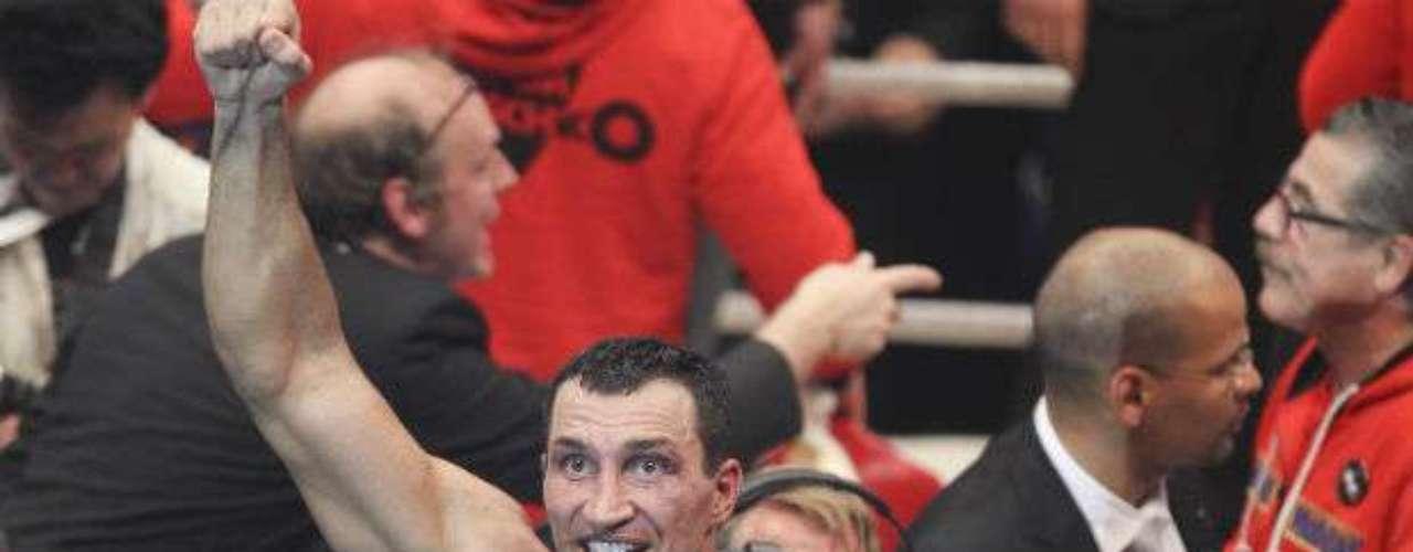 El menor de los Klitschko, Vladimir, cumplirá en 2013 37 años. El ucraniano es campeón mundial de peso pesado de la Federación Internacional de Boxeo, la Organización Mundial de Boxeo, la Organización Internacional de Boxeo y la Asociación Mundial de Boxeo.