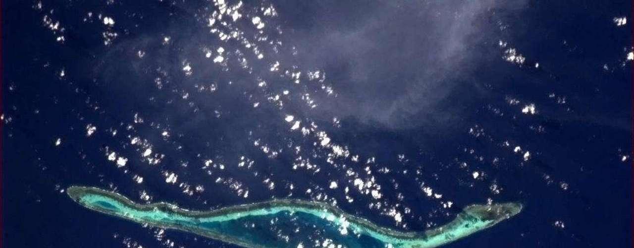En esta imagen se puede observar una isla frente a la costa de Indonesia.