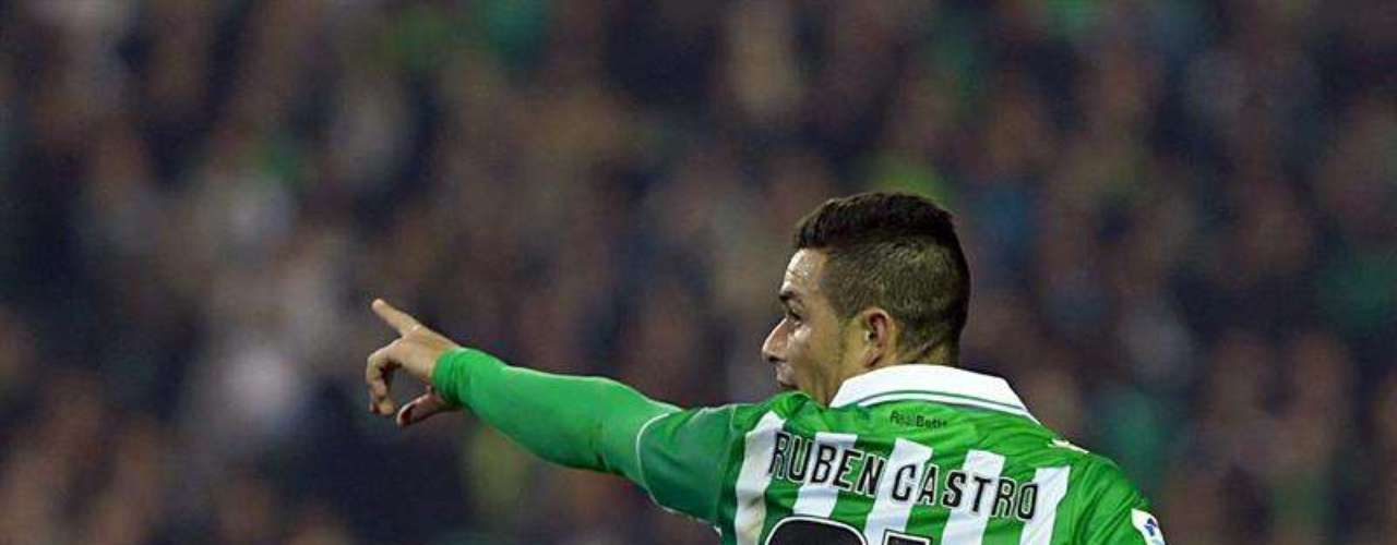 Betis took advantage of home field to shut out Levante 2-0.