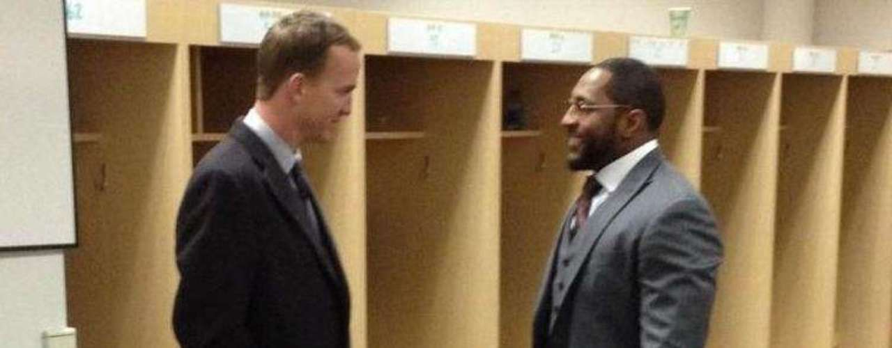 Two icons of the NFL talk after their playoff game. Peyton Manning stopped by the Baltimore Ravens' locker room to pay his respects to his retiring foe. Who said sportsmanship was dead?