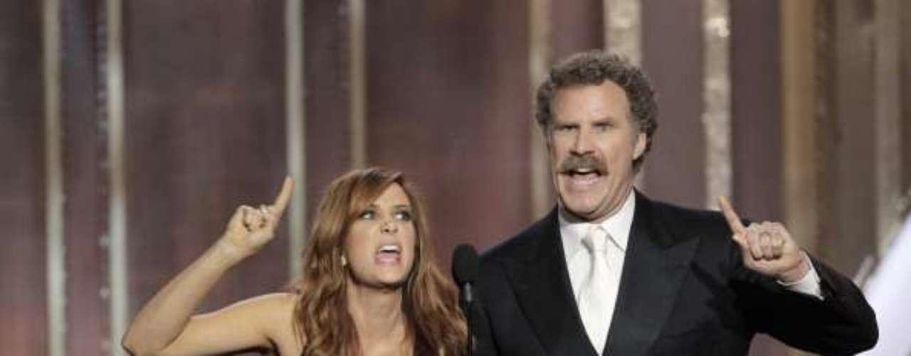 Uno de los momentos realmente memorables de estos Golden Globes fue cuando Kristen Wiig y Will Ferrell presentaron a las nominadas como Mejor Actriz en una Película, Comedia o Musical. El par de Saturday Night Live inventó que habían visto las cinco películas y describieron de qué se trataban las actuaciones de las nominadas... lo cual no podría estar más alejado de la realidad. Lo más gracioso... la cara de Tommy Lee Jones, quien fue el único que no se rió de todo el auditorio.
