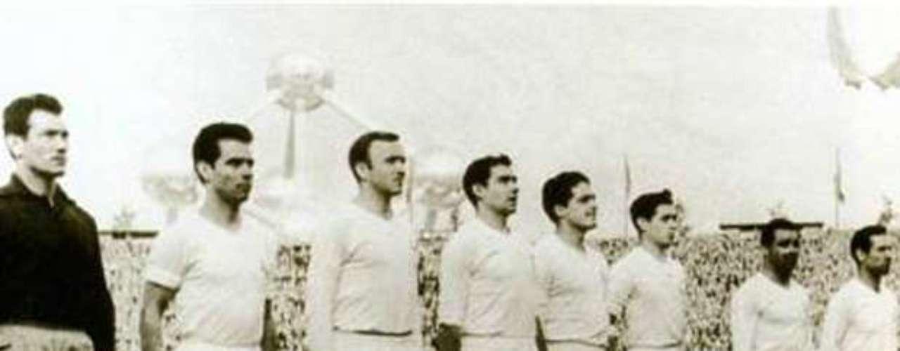 Real Madrid conquistó el tricampeonato de Europa (1957-58) al vencer al Milán en tiempo extra 3-2. El marcador terminó empatado a dos tantos (Di Stéfano 7 Rial), pero a los 107 minutos de juego apareció Gento para darle el título a los mrengues