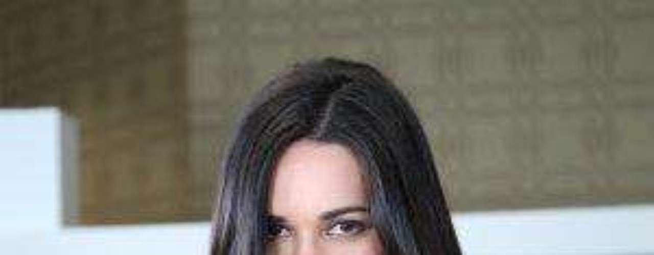 En entrevista con Terra.com, Mónica contó que 'Bianca' culpa a su mamá (Rebecca Jones) de la muerte de su papá, por lo que se empecina en cobrárselas todas juntas en una cruel venganza.Jencarlos Canela: ángel, diablo y músico irresistibleEntra a la página de 'Pasión Prohibida'Fotos del recuerdo: Tras las cámaras del espectacular calendario de Gaby EspinoGalanes cubanos que te quitan el sueño