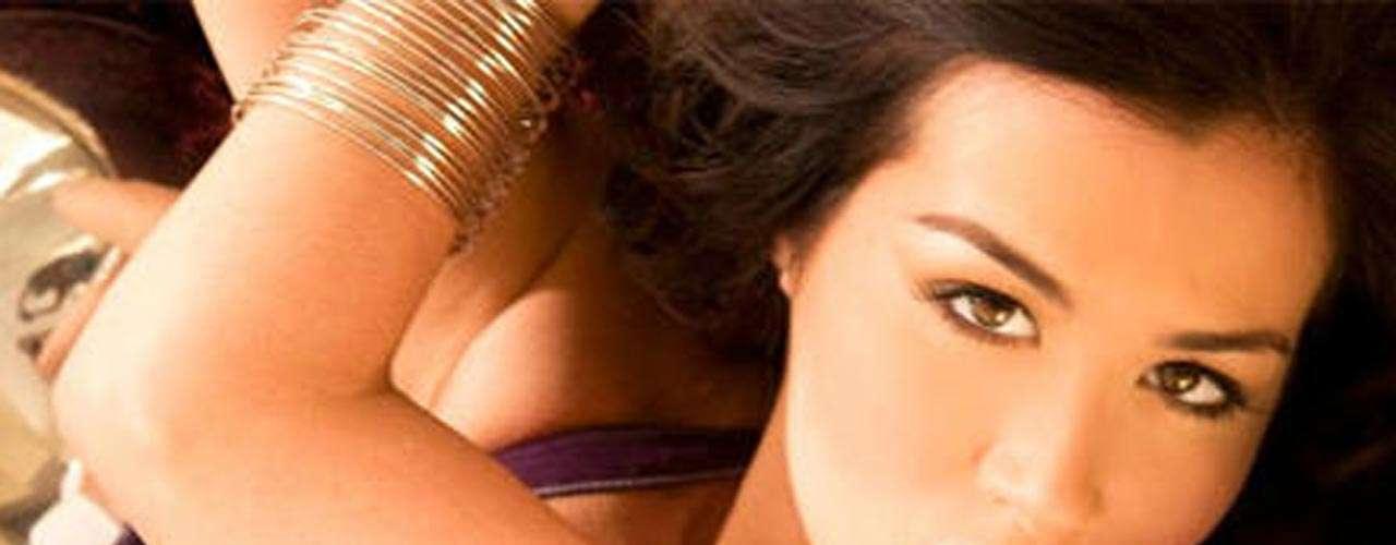 Diosa Canales no tiene problemas con mostrarsedesnuda, y aunque canceló su boda con Kelvim Escobar (en la que se mostraría al natural), no tiene reparos en presumirla sensualidad que poseé y aprovecha.