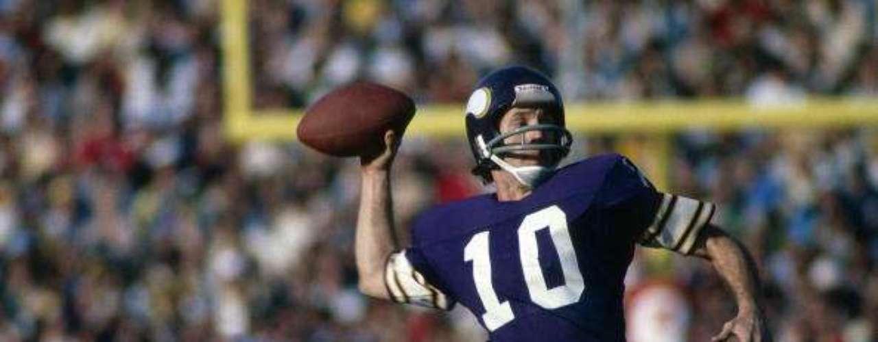 Su cuarta derrota fue en la edición XI, que se jugó el 9 de enero de 1977 en el estadio Rose Bowl Stadium de la ciudad de Pasadena, California. Los Raiders de Oakland vencieron 32-14 a los Vikings. El primer cuarto terminó empatado en cero. En el segundo cuarto, los Raiders anotaron puntos en 3 series ofensivas consecutivas. En el tercer cuarto, Errol Mann anotaría otro gol de campo, esta vez de 40 yardas. Los Vikings descontarían con una anotación de Sammy White tras pase de Frank Tarkenton. En el último cuarto, los Raiders liquidarían el juego con 2 touchdowns, para adelantar a los Raiders por 32-7. Ya sobre el final del juego, los Vikings anotarían para decorar el resultado.