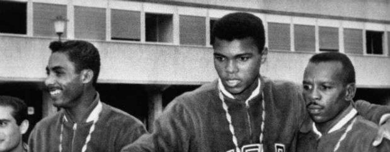 Cuando todavía no era profesional, ganó una medalla de oro en la categoría de pesos semipesados en los Juegos Olímpicos de Roma 1960