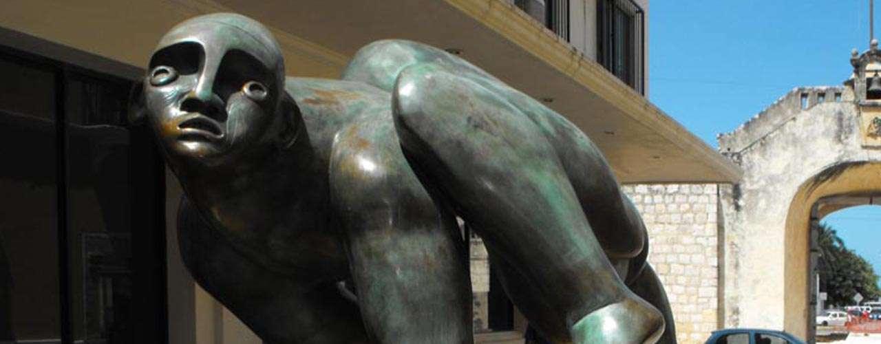 Es pintor, dibujante, escritor, grabador, escultor e ilustrador; además de una de las principales figuras de la llamada Generación de Ruptura con el muralismomexicano y destacado representante del neofigurativismo. Sus esculturas impactan por sus dimensiones y figuras surrealistas.