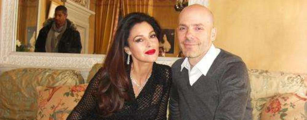En la imagen, Monica posa con el fotógrafo Norman Jean Roy.