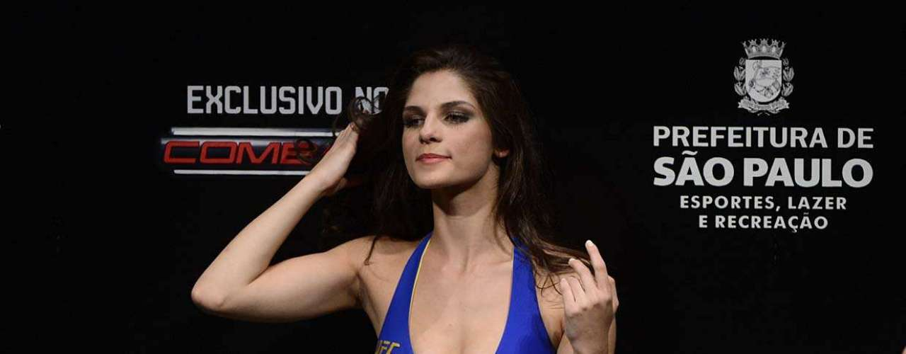 The beautiful models Aline Franzoi and Camila Oliveira became the first official Octagon girls in the UFC after they were present at the UFC Sao Paulo event on January 19th, that had as main event Belfort vs Bispin.