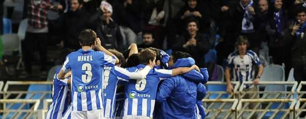 Real Sociedad celebrate after scoring the game-winner against Barcelona.