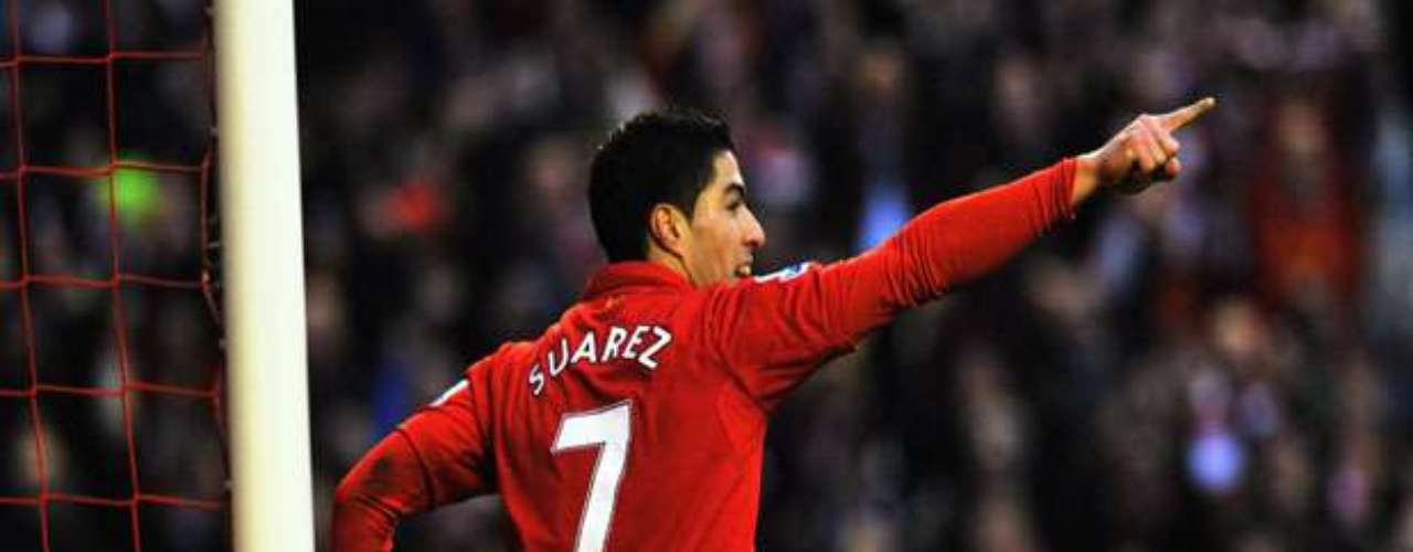 Luis Suarez scored for Liverpool and is one behind Robin van Persie for the league lead.