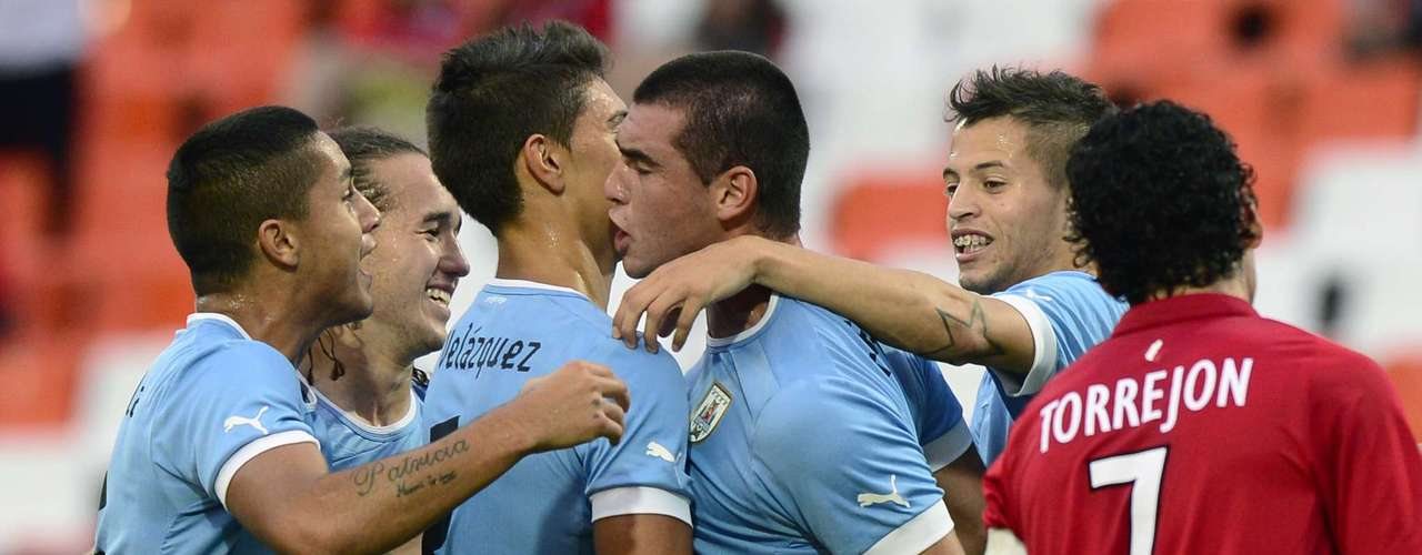 El tanto le dió confianza a Uruguay que tuvo el esférico la mayor parte del tiempo, pero no lograron concretar una oportunidad clara.