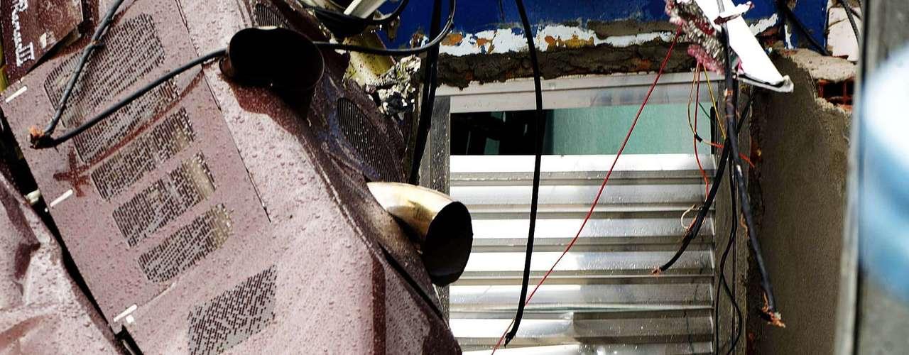 La zona fue evacuada, a pesar de que ya se descartó una posible explosión de la aeronave.