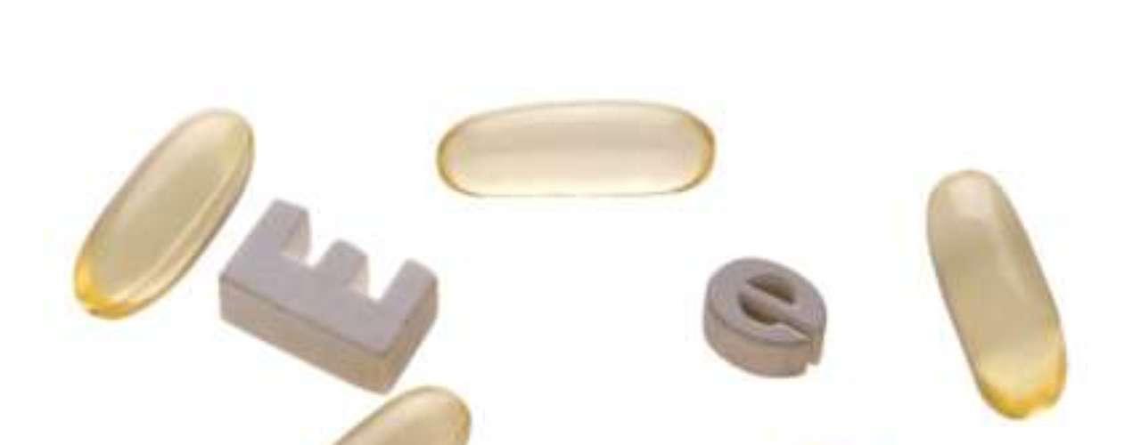 Vitamina E: perjudica la acción de remedios anticoagulantes, como los que llevan coumadin, aumentando el riesgo de hemorragias.
