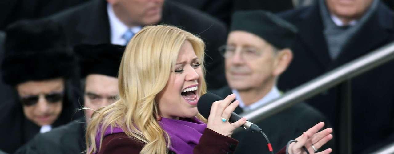 Por otra parte, la cantante Kelly Clarkson interpretó el tema Let Freedom Ring para el mandatario y los asistentes al evento.