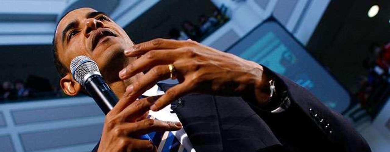 El primer presidente afroamericano de Estados Unidos lleva el mismo nombre de su padre, Barack Hussein Obama, quien nació en Kenia. Su madre, Shirley Ana Dunham, es de Kansas pero descendiente de irlandeses.