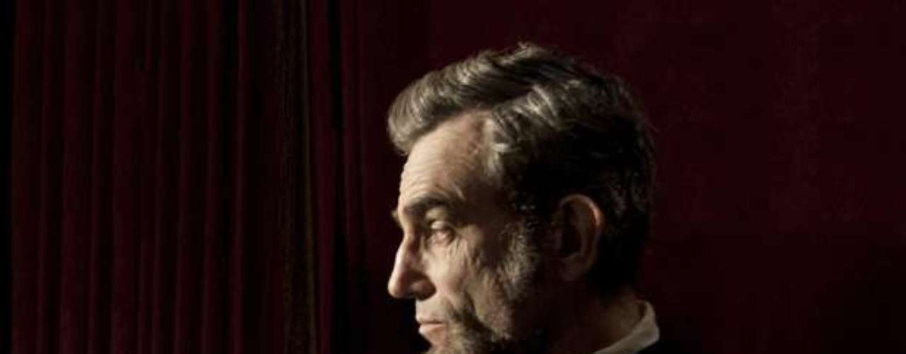 Daniel Day Lewis beared a striking resemblance to Abraham Lincoln in \