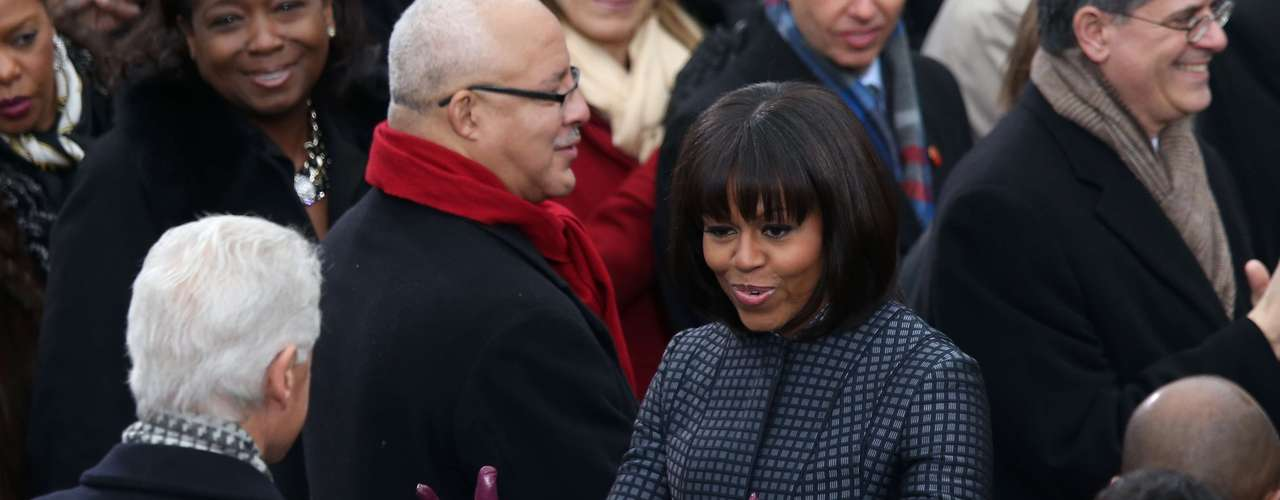 Afterwards came the First Lady, Michelle Obama, who looked very elegant and greeted some of those invited, including ex-President Bill Clinton.