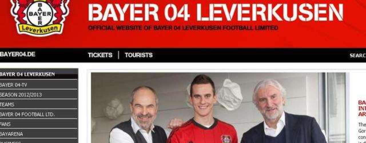 En diciembre de 2012, el Bayer Leverkusen anunció su contratación, firmándolo hasta junio de 2018; el club alemán pagó 2.6 mde por sus servicios.
