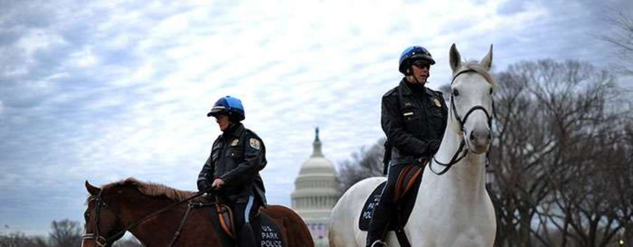 Desde días pasados, han patrullando la ruta del desfile, donde los espectadores se reunirán para ver las carrozas, las bandas y al presidente en su viaje de poco más de tres kilómetros a lo largo de la avenida Pennsylvania.
