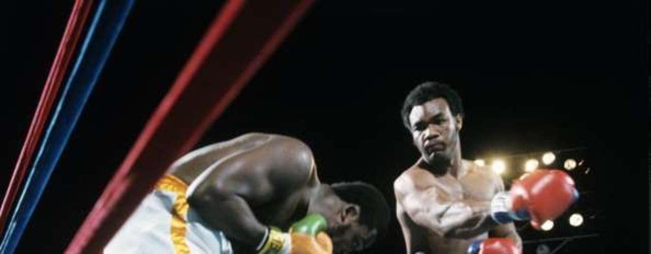 El imponente Big George Foreman recibió su primera oportunidad de disputar el título de los pesados un 22 de enero de 1973, hace 40 años. El campeón reinante, Joe Frazier, le dio la oportunidad y en su momento fue una pelea que llamó mucho la atención. El resultado fue sorpresivo y aquí recordamos aquel evento: