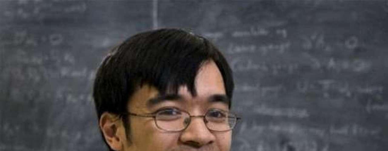 Otro destacado genio es Cristopher Hirata (225 IQ), quiena los 14 años trabajaba en Caltech.