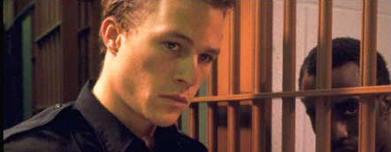 También en 2001, Heath Ledger personificó a 'Sonny Grotowski' bajo la dirección de Marc Forster en 'El Pasado nos Condena'.