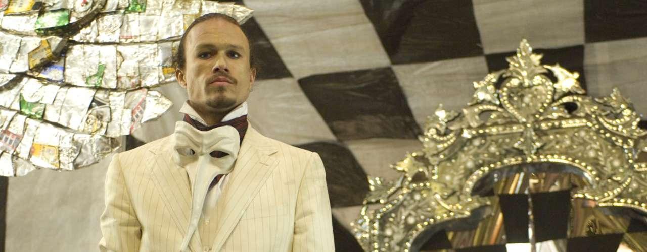 Ledger dejó a medias la filmación de 'El Imaginario Mundo del Doctor Parnassus', donde se reencontró con el director Terry Gilliam. Su personaje fue acabado por Jude Law, Colin Farrell y Johnny Depp, quienes renunciaron a su sueldo por la película en favor de Matilda, la hija de Heath.