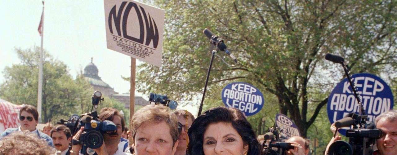 Tomando en cuenta la polarización política de hoy en día, la trascendental decisión de la Corte Suprema en el caso Roe vs. Wade fue un triunfo aplastante. Por una votación 7-2 el 22 de enero de 1973, los magistrados establecieron el derecho al aborto en todo el país.