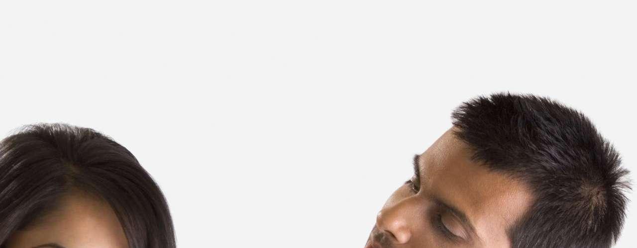 HACERSE DE ROGAR.Hacerse el duro o hacerse de rogar con el otro mediante comportamientos, actitudes o expresiones cuestionables que suelen desembocar en conflictos, es una forma de poner a prueba la fidelidad y compromiso de la pareja, una herramienta psicológica para saber en qué punto está la relación y qué se puede esperar de nuestro compañero o compañera afectivos.