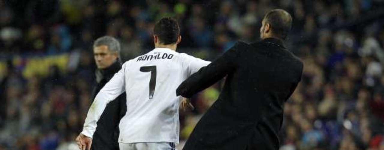 En noviembre de 2010, en el Clásico español en el que suequipo goleó 5-0 al Real Madrid, el de Santpedor no cedió caballerosamente la pelota a Cristiano Ronaldo para hacer un saque de banda, justo al pie de su zona técnica. El extremo portugués empujó al estratega, lo que derivó en un conato de bronca.