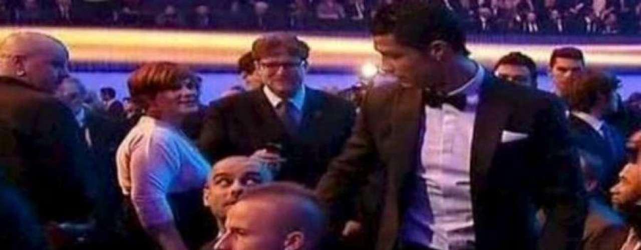 A principios de 2013, en la gala del Balón de Oro, celebrada en Zurich, Cristiano Ronaldo 'chocó' en la butaca donde se sentaba Guardiola, quien ante el gesto del lusitano, a manera de saludo, decidió ignorarlo.