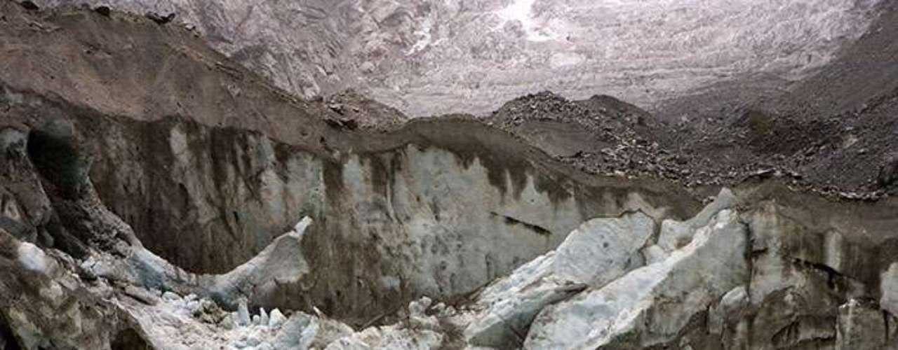La investigación, que incluye datos sobre prácticamente la mitad de los glaciares de los Andes, concluye que su derretimiento es el resultado del aumento de la temperatura, que subió en promedio 0.7º centígrados entre 1950 y 1994.
