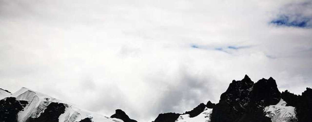 Los glaciares de los Andes Tropicales que cruzan Colombia, Venezuela, Perú, Ecuador y Bolivia- se han reducido en promedio entre un 30% y un 50% desde la década de los setenta a la fecha, reveló un estudio publicado de la revista académica Cryosphere.