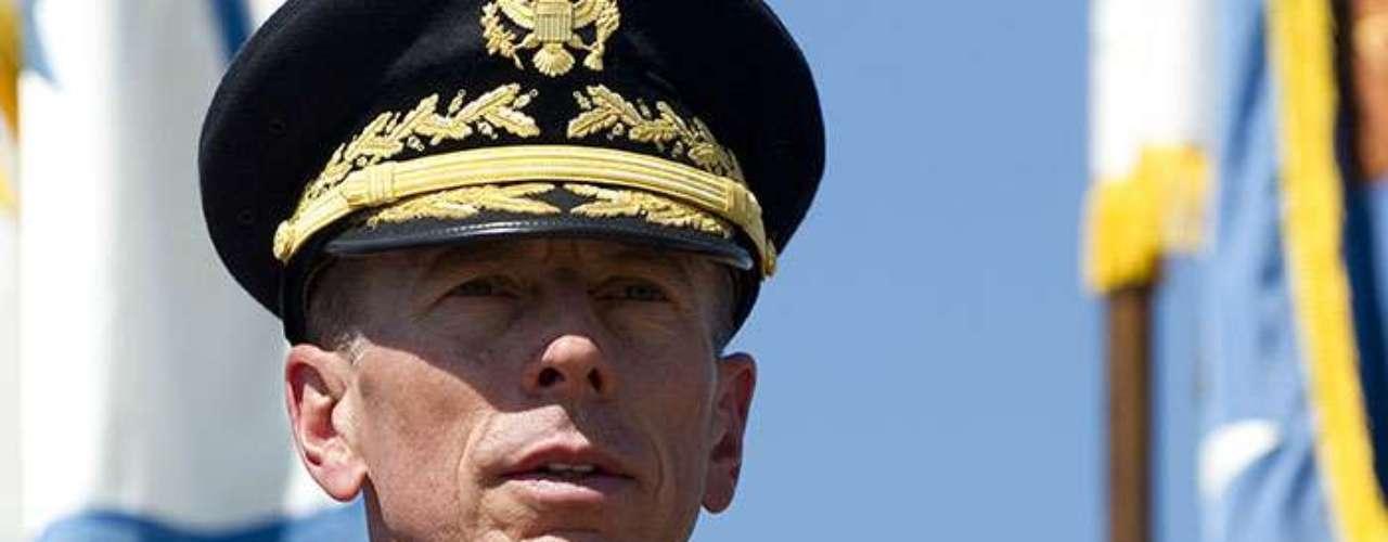 Esa cifra no incluye la baja del ejército de David Petraeus, quien se vio obligado a renunciar como director de la CIA en noviembre de 2012 por un escándalo de 'faldas'.