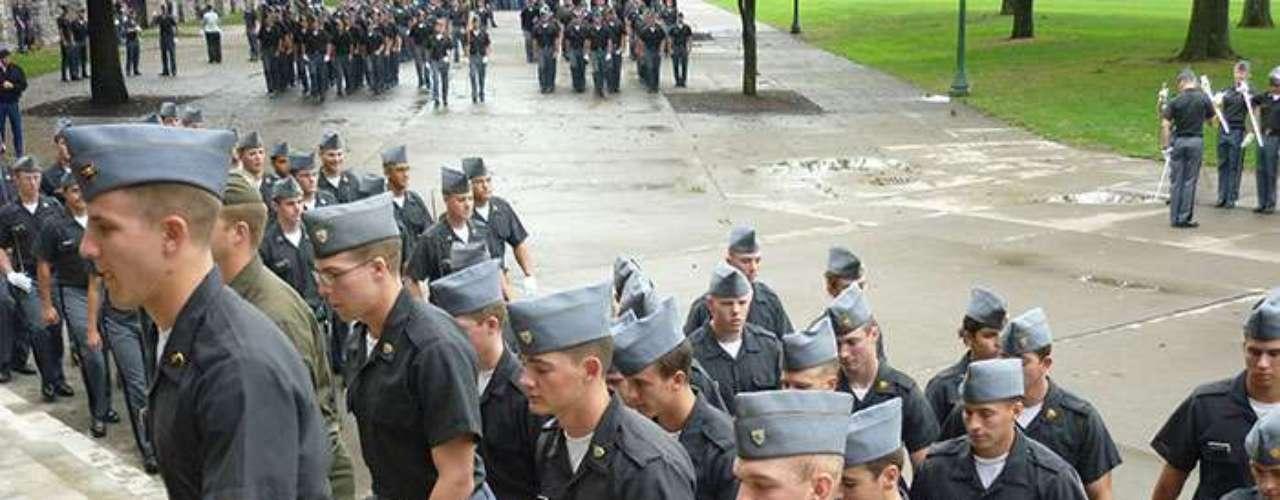 Los oficiales militares han intentado promover que las víctimas sientan confianza para presentarse ante sus superiores con el fin de denunciar a sus agresores... sin embargo no lo han conseguido.
