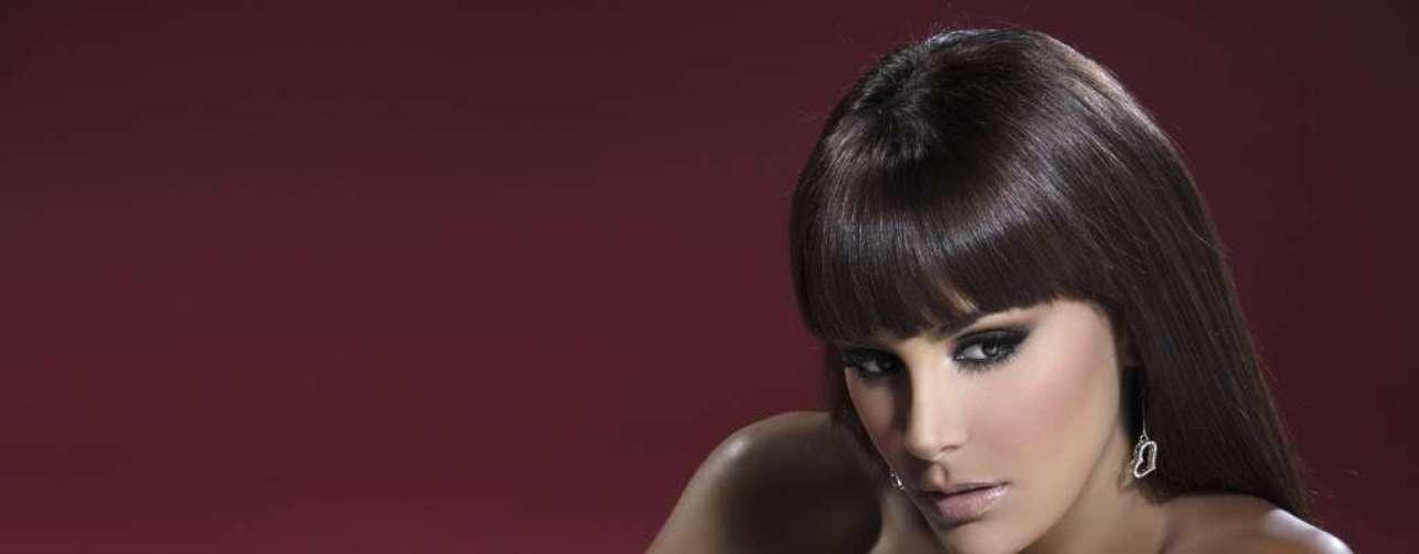 Las curvas de Ninel Conde se harán sentir en el escenario del Premio Lo Nuestro 2013, pues según revelaron los organizadores del espectáculo ella fue una de las estrellas elegidas para ser conductora en esta gran fiesta de la música latina, que se realizará el 21 de febrero.
