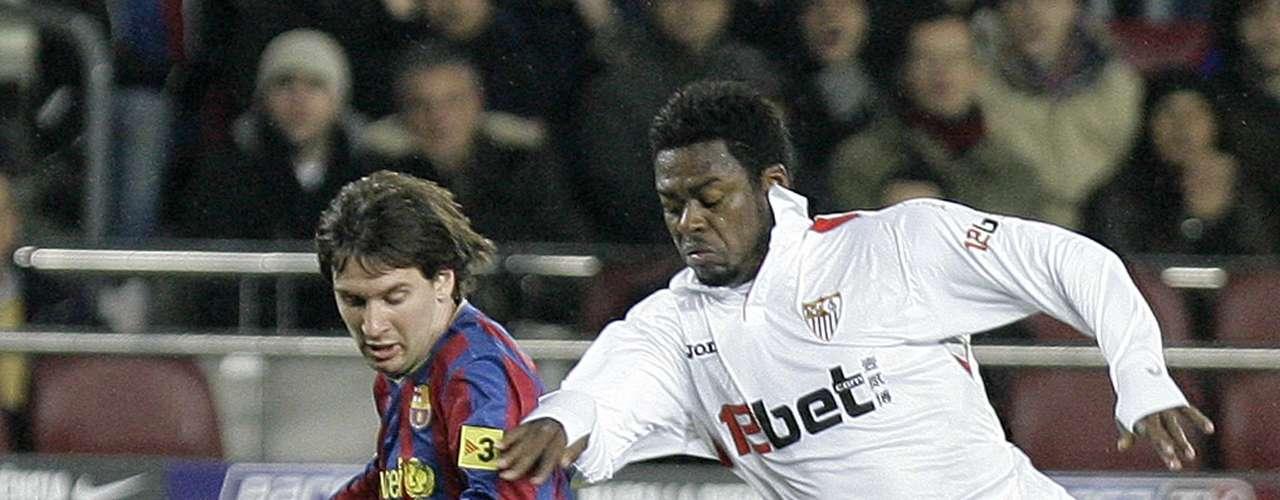 En los dieciseisavos de final de la Copa del Rey, edición 2009-2010, Barcelona y Sevilla se vieron las caras en una de las series. Barcelona llegó a ese certamen como el campeón defensor.