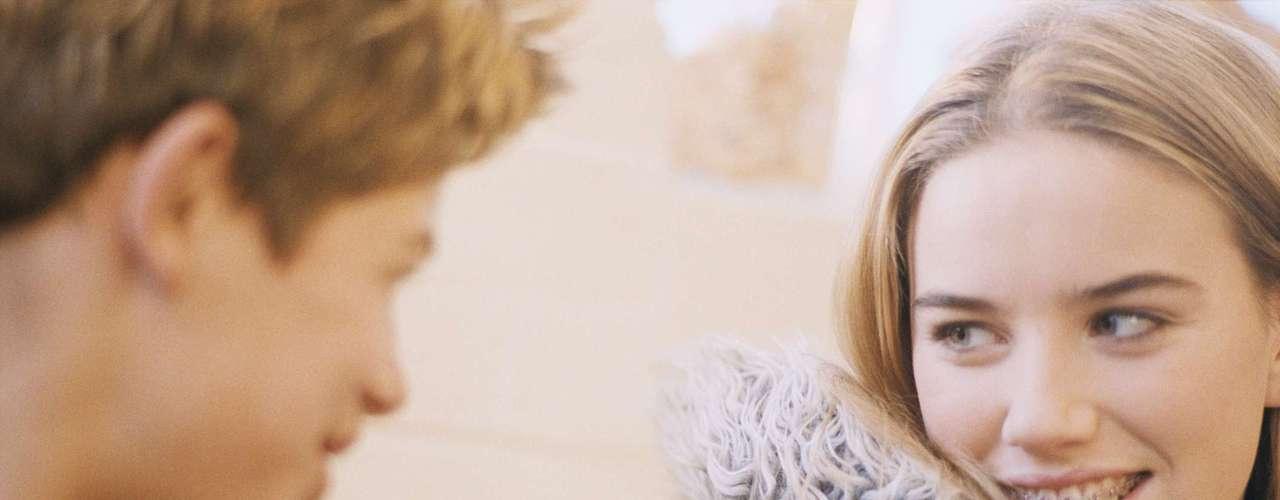 Fortalece el sistema inmunológico: Otra de las beneficiosas consecuencias del enamoramiento es que fortalece el sistema inmunológico, previniéndonos de enfermedades y ayudándonos a una mejor y pronta recuperación. Esto es así gracias a las endorfinas, que aumentan la sensación de bienestar en nuestro cuerpo y nos ayudan a soportar mejor el dolor, ya sea físico o psicológico.