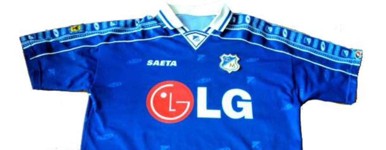 Polémica camiseta patrocinada por LG, marca Saeta y con el punto rojo de su sponsor que generó reacción en la hinchada azul durante el 2000