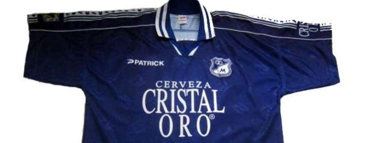 Camiseta Patrick de Millonarios durante la temporada 1999 patrocinada por Cristal Oro. El equipo embajador tuvo una gran campaña con Luis Augusto García, sin embargo, perdió la oportunidad de disputar la final ante el DIM.