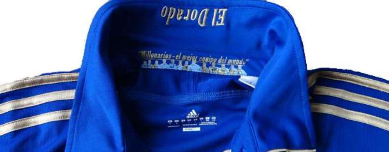 En detalle la camiseta número uno durante 2011 con el sello de 'El Dorado'