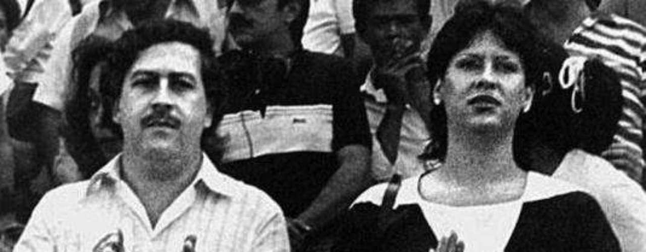Escobar era fiel seguidor del fútbol y siempre se le veía en las tribunas, algunas veces acompañado por su esposa e hijo, en principio.Entraa la página de 'Escobar, El Patrón Del Mal''Escobar, El Patrón del Mal', ¿quién es quién?Las Narco-novelas colombianas, polémicas y exitosasEllas son 'Las Muñecas de la Mafia'.