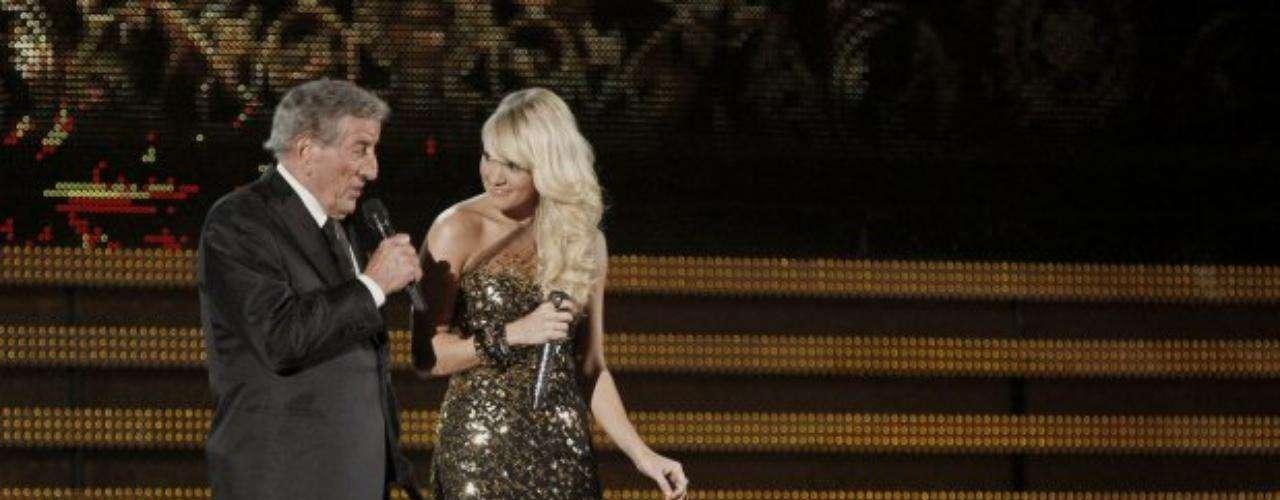 Tony Bennett puso de pie a toda la concurrencia tras su interpretación junto con Carrie Underwood.