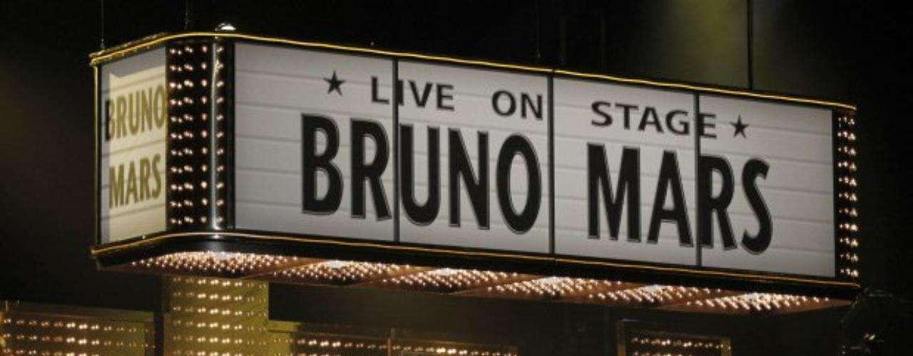 La interpretación de Bruno Mars trajo la nostalgia de los años 50 en el Staples Center.