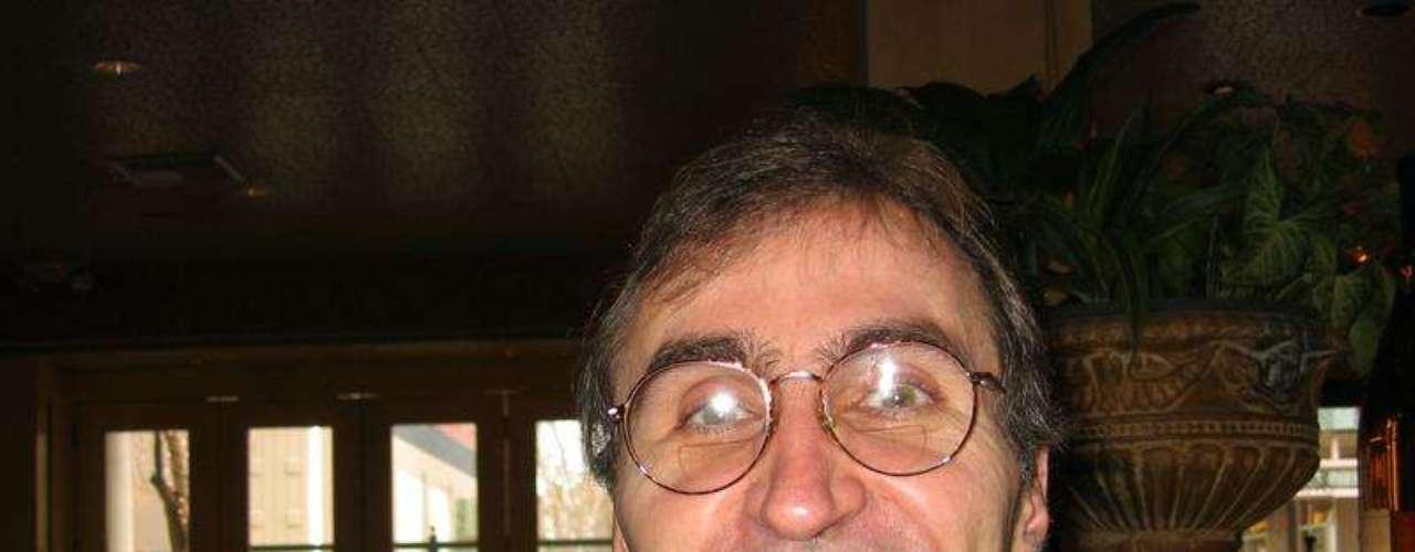 Héctor García Molina nació en Monterrey, México, en 1954. Fue el director del Departamento de Ciencias de Computación de la Universidad de Stanford. En dicha institución fue profesor de Larry y Sergey. Coordinó y asesoró de la tesis doctoral de Brin y Page, la cual con el tiempo se convertiría en el imperio Google.