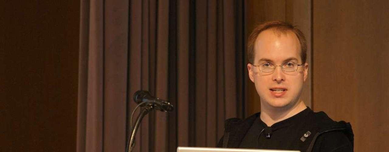 Paul Buchheit es un programador informático y empresario estadounidense. Es el creador y desarrollador principal de Gmail. Desarrolló el prototipo original de AdSense de Google, como parte de su trabajo en Gmail.