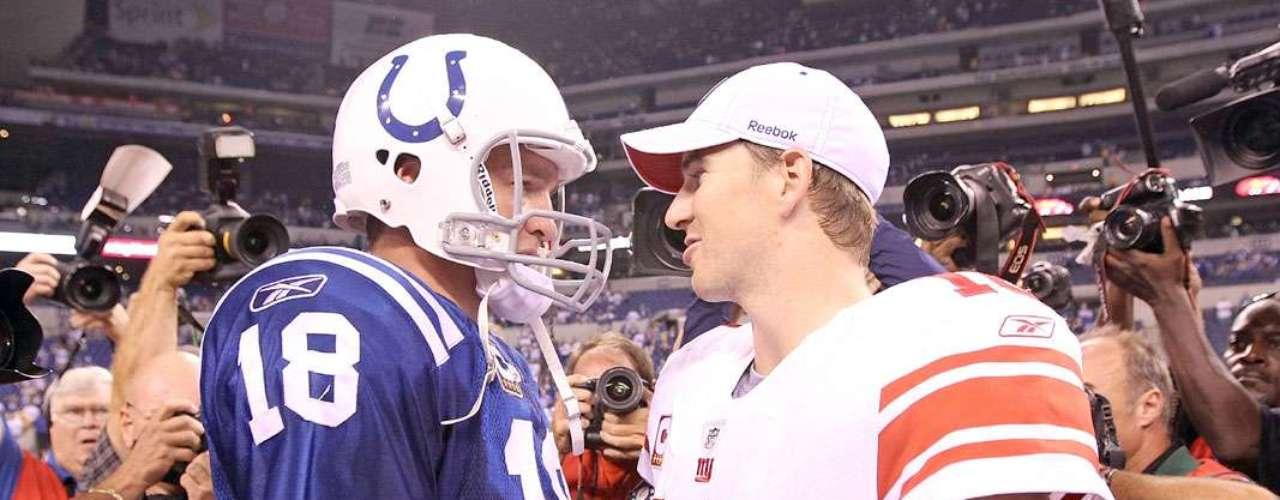 Peyton y Eli Manining. Los hermanos Manning son los primeros en ser seleccionados como JMV de un Super Bowl. Peyton jugó con los Potros de Indianápolis en el SBXLI mientras que Eli vio acción con los Gigantes de Nueva York en el SBXLII y SBXLVI.
