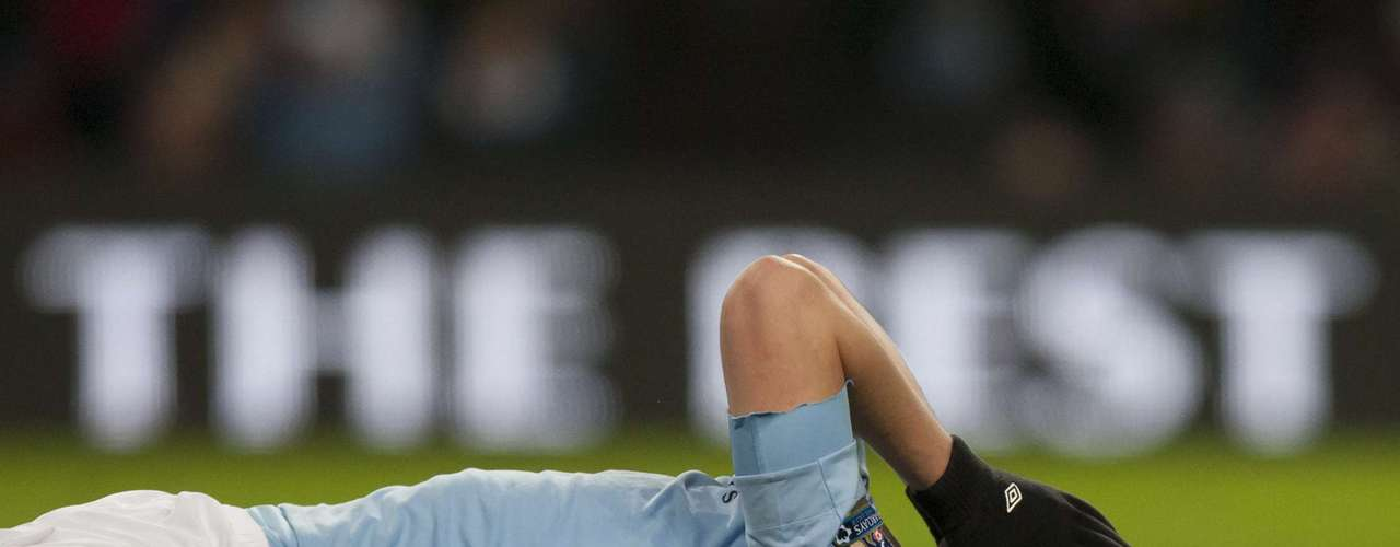 Edwin Dzeko, of Manchester City, reacts after missing a scoring opportunity.