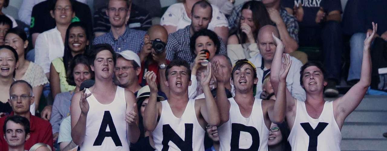 Hubo muchos fans apoyando a Murray en las tribunas.